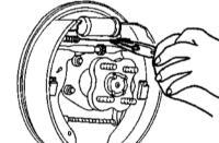 Обслуживание барабанных тормозных механизмов задних колес Киа Спортейдж.