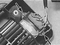 Снятие и установка двигателя вентилятора отопителя Opel Kadett E.